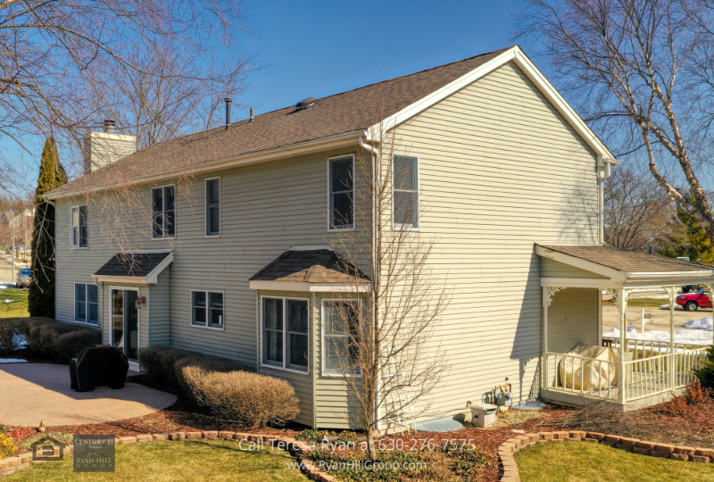 Real estate for sale in West Dundee IL- Enjoy exceptional amenities in this West Dundee IL home for sale.