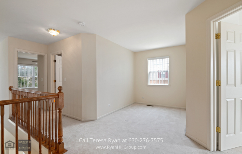 Streamwood, IL real estate - Comfort and ease is the name of our game in this home in Streamwood, IL.