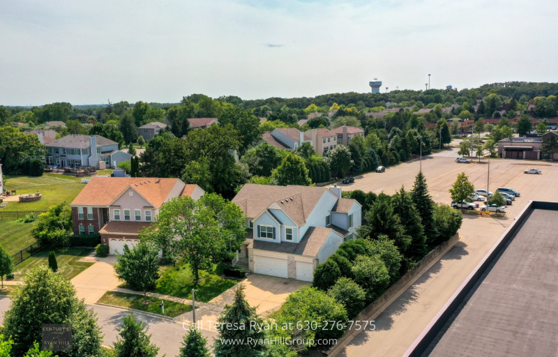 Real Estate for sale in Streamwood, IL - Feel safe and at peace in the Suncrest neighborhood of Streamwood, IL.