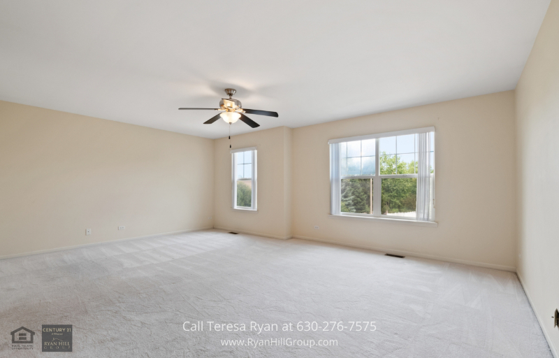 Streamwood, IL real estate for sale - You may sleep away your troubles in this cozy Master Bedroom in this Streamwood, IL, home.
