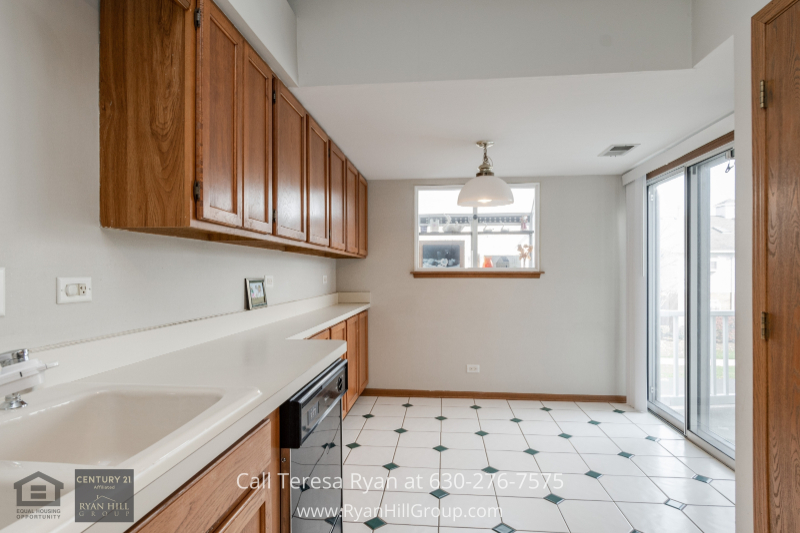 Real estate in Naperville IL- Impress your loved ones with your culinary expertise in the kitchen of this Naperville IL condo.