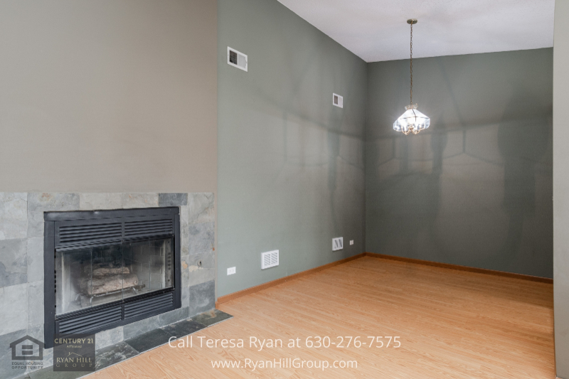 Naperville IL real estate for sale- Enjoy delicious home-cooked meals in the dining room of this Naperville IL condo.