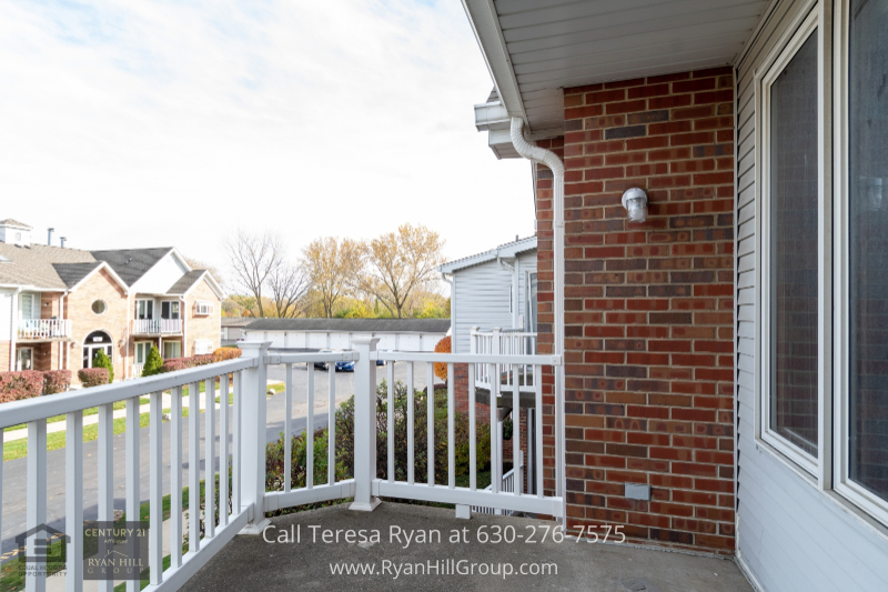 Condo for sale in Naperville IL- A comfortable haven is waiting for you in this
