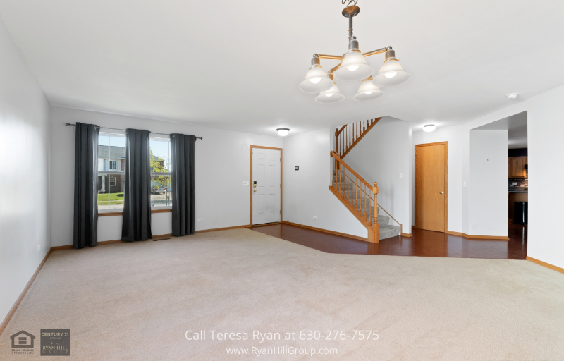 House for sale in Plainfield IL - This Plainfield IL home welcomes you to a bright living room and dining room combination with carpet floorings