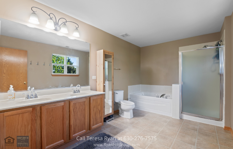 Real Estate Properties for Sale in Plainfiel IL - This Plainfield IL home for sale is an excellent investment for a property with lots of potentials.