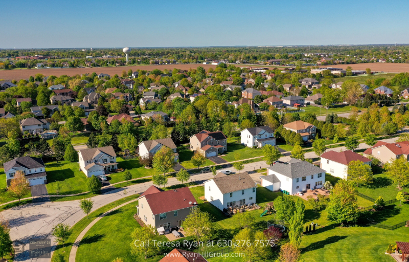 Plainfield IL home - Enjoy outdoor amenities in this desirable neighborhood in Plainfield IL and explore around the lovely subdivision