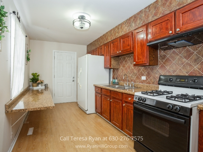 Hanover Park IL real estate- The large kitchen and modern appliances of this Hanover Park IL home is ready for you.