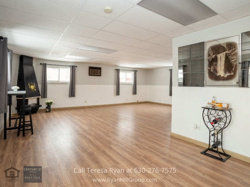 Hanover Park IL real estate for sale- Space will never be an issue in this Hanover Park IL home for sale.