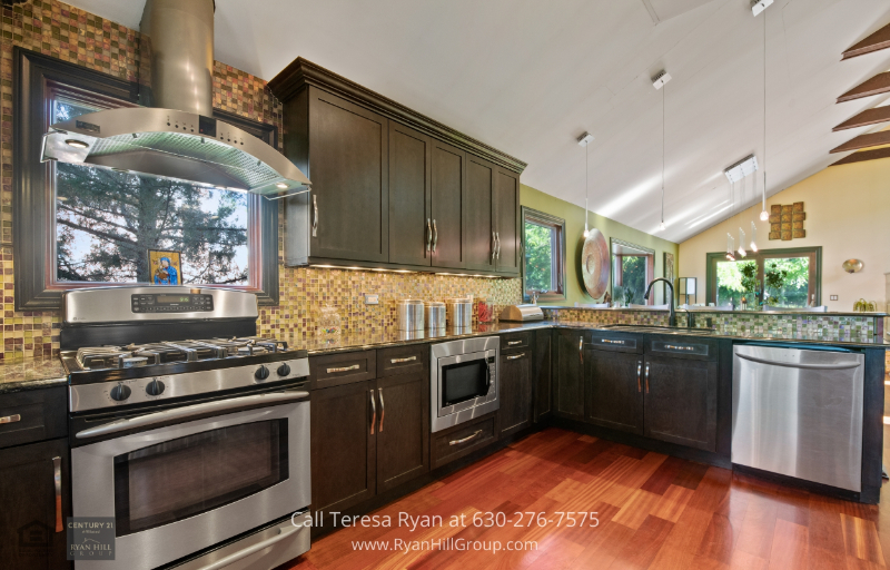 Homes for Sale Bensenville Illinois - Cook with high-end kitchen appliances in this Bensenville IL home.