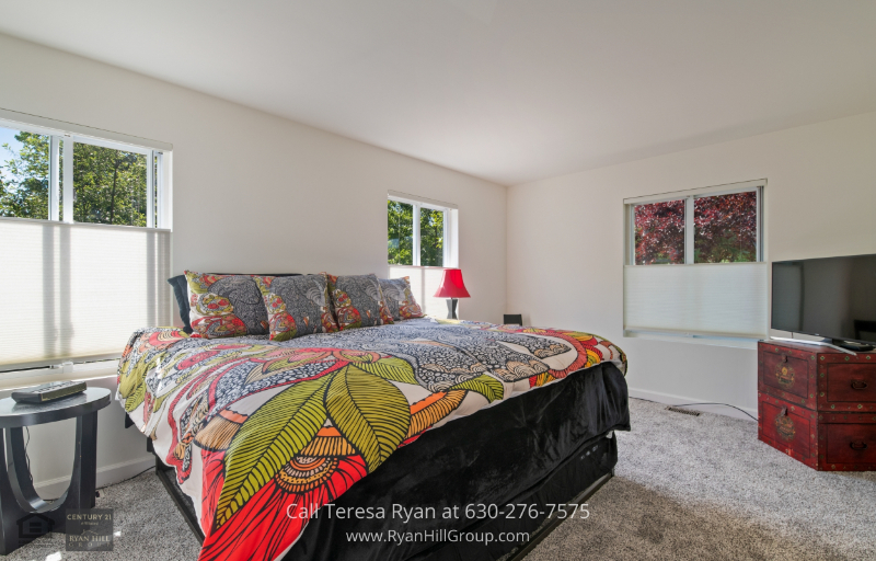 Bensenville Real Estate - You will love waking up in the comfy masters bedroom of this Bensenville home.