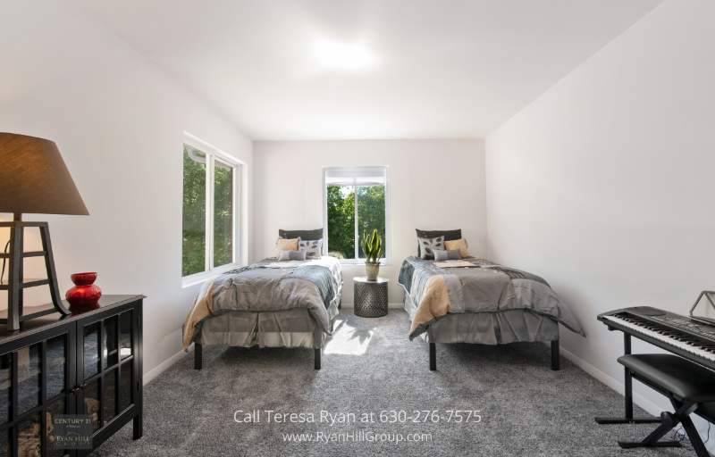 Bensenville IL Home for Sale - Nothing beats the relaxation that these bedrooms in a Bensenville IL home provides.
