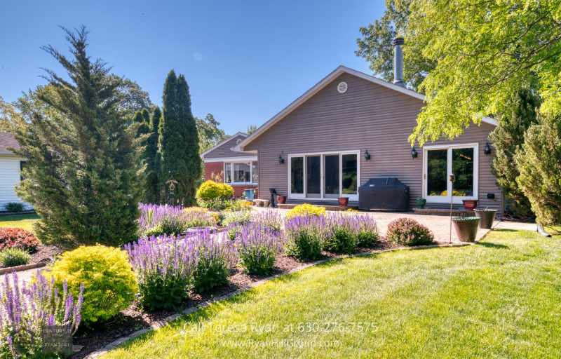 Homes for Sale in Bensenville IL - This Bensenville IL property is one of the best places to call home.
