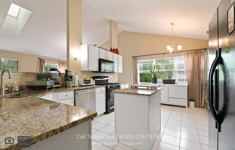 Naperville IL Real Estate - Cook in beautiful granite counters when you buy this Naperville IL home for sale.