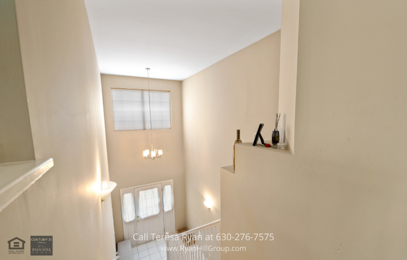 Homes for Sale in Naperville IL - Be welcomed by an elegant foyer everytime you go home to this Naperville IL home.
