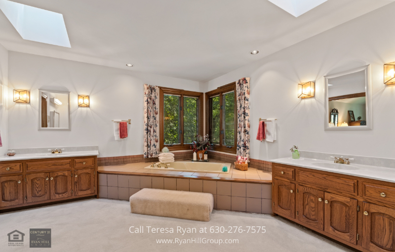 Winfield, IL property - Enjoy your own jetted bath in the ensuite bathroom in this Winfield, IL real estate