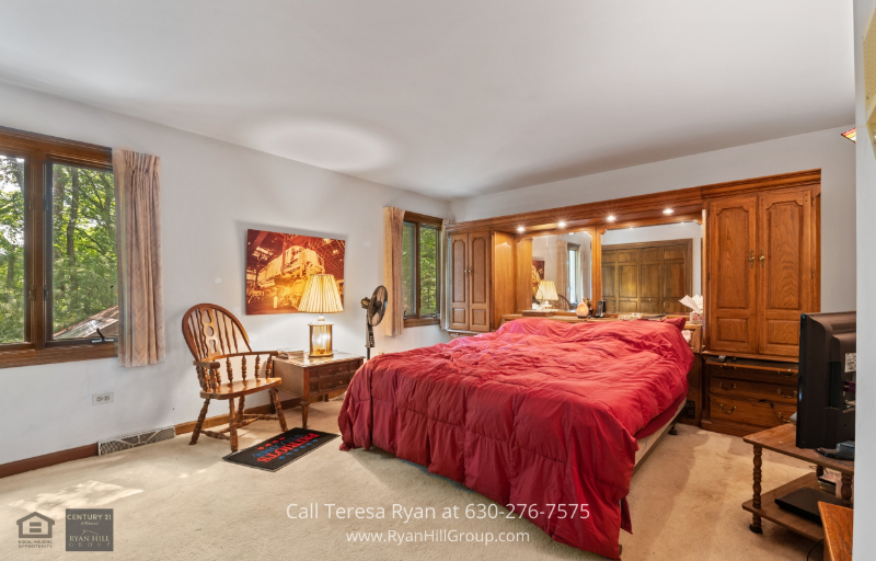 Winfield, IL home for sale - Appreciate the spacious second bedroom of this Winfield, IL property