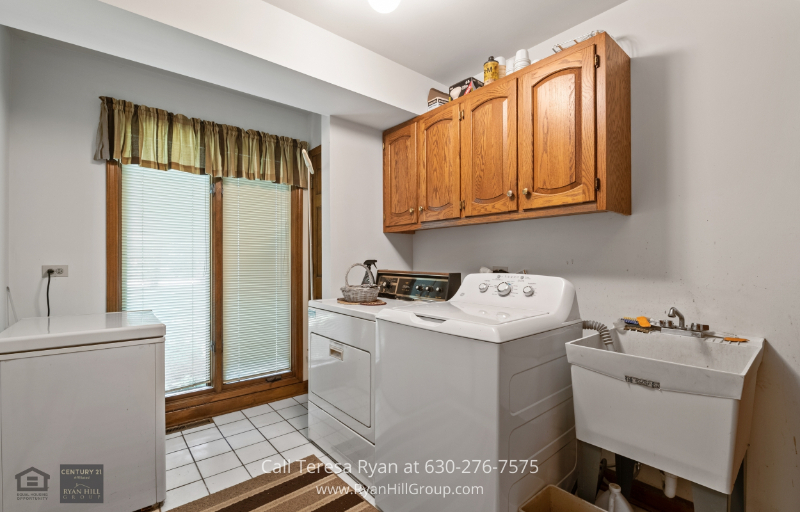 Winfield, IL real estate for sale - This home for sale in Winfield, IL comes with its own laundry area installed with a washer and dryer