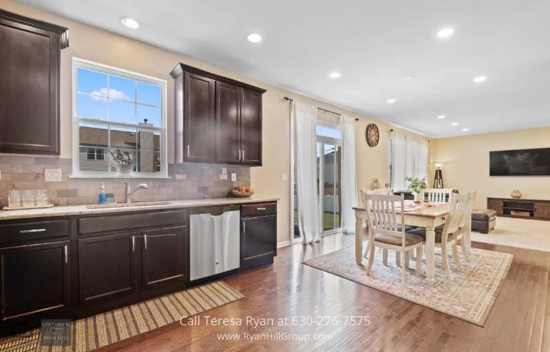 4 Bedroom Home For Sale With a Loft in Bolingbrook IL - Located in the quiet neighborhood of River Hills.