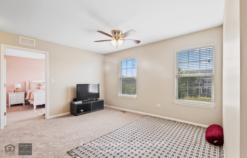 Bolingbrook IL New Homes - This bright home is filled with natural lighting.