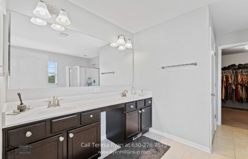 New homes for sale in Bolingbrook IL - 4 bedroom single-family homes for sale in the River Hills subdivision of southwest Bolingbrook, near schools and golf club.
