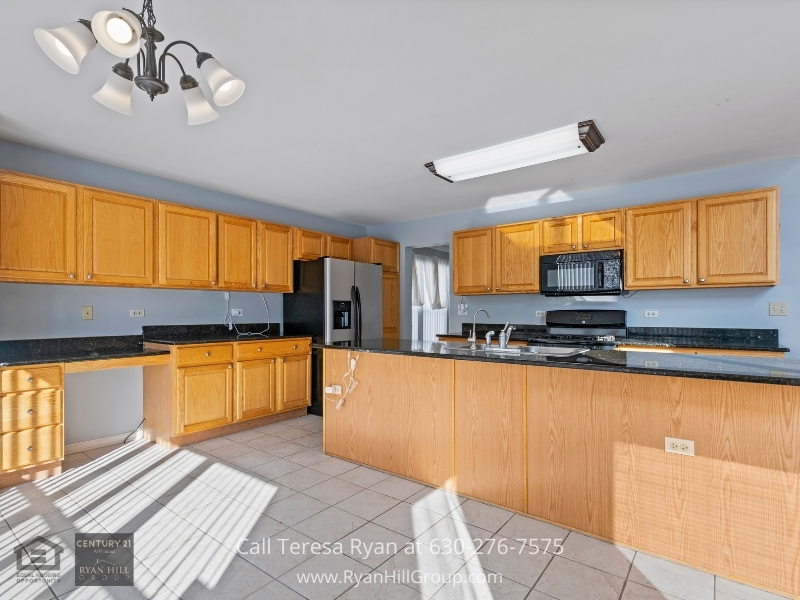 Algonquin IL real estate for sale- Take your cooking skills to the next level in the kitchen of this Algonquin IL home for sale.