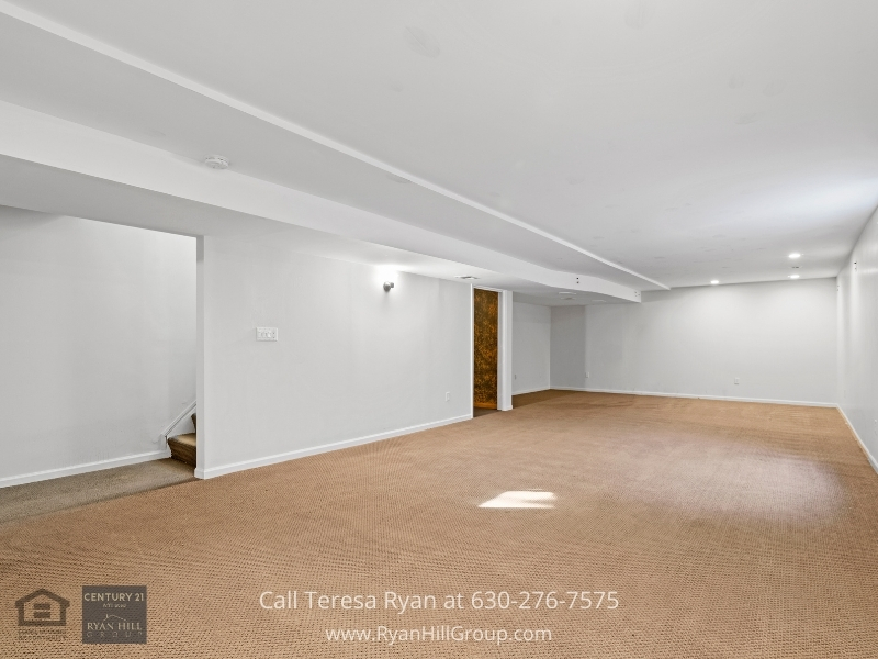 Algonquin IL home- This Algonquin IL home has more to offer in its finished basement.