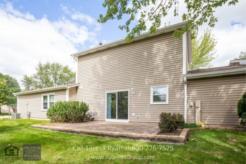 Real estate for sale in Bloomingdale IL- Enjoy exceptional amenities in this Bloomingdale IL home for sale.