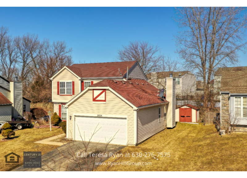 Carpentersville IL real estate- This Carpentersville IL home for sale is a great place to call home.