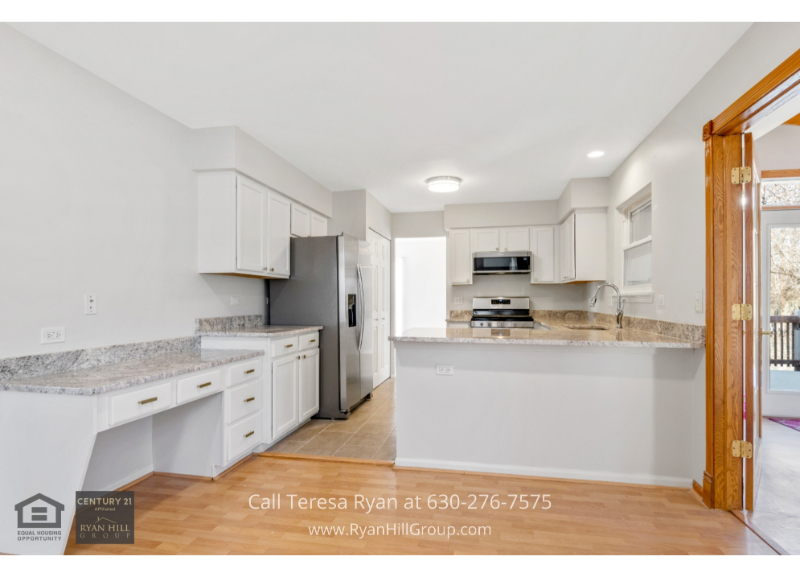 Carpentersville IL real estate for sale- Unleash your inner chef in this Carpentersville IL homes spacious and efficient kitchen.
