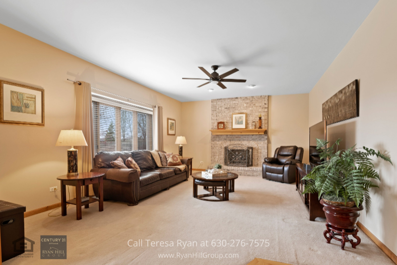Real estate for sale in Naperville IL- For relaxing and entertaining, youll enjoy the space and modern feel of the family room of this Naperville IL home.