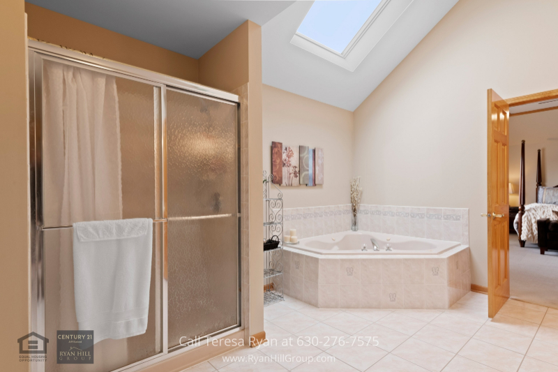 Naperville IL real estate- End your day by easing into warm water and relaxing in the master bath of this Naperville IL home for sale.