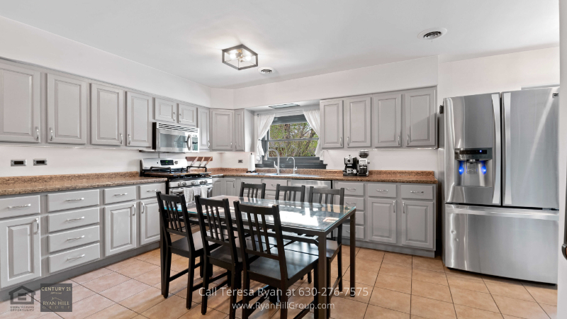 Bensenville, IL house for sale - Practice your culinary skills in the lovely eat-in kitchen of this Bensenville, IL house for sale
