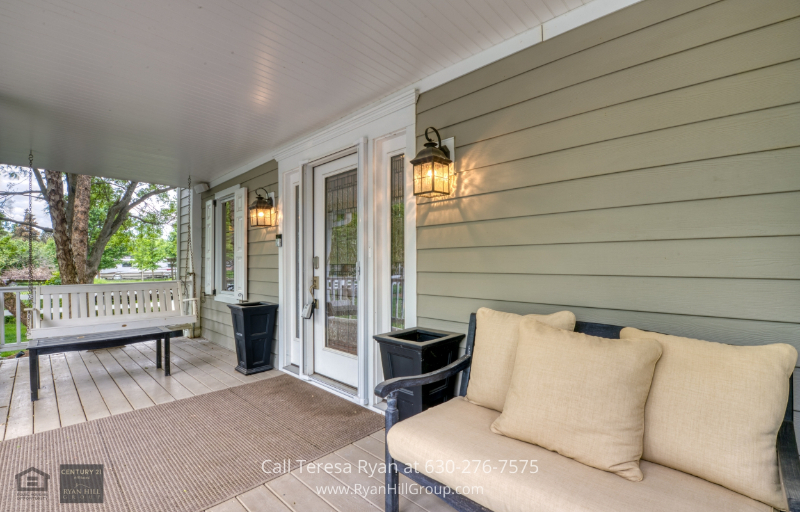 Warrenville, IL home - Hang out in the front porch as you sip your morning coffee in this home for sale in Warrenville, IL