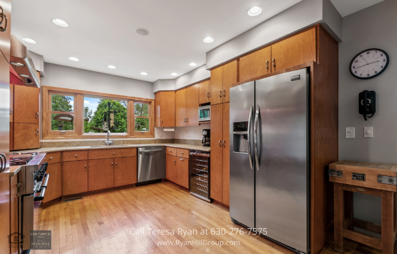 Warrenville, IL home for sale - Make your chef dream come true in this Warrenville, IL kitchen with state-of-the-art appliances