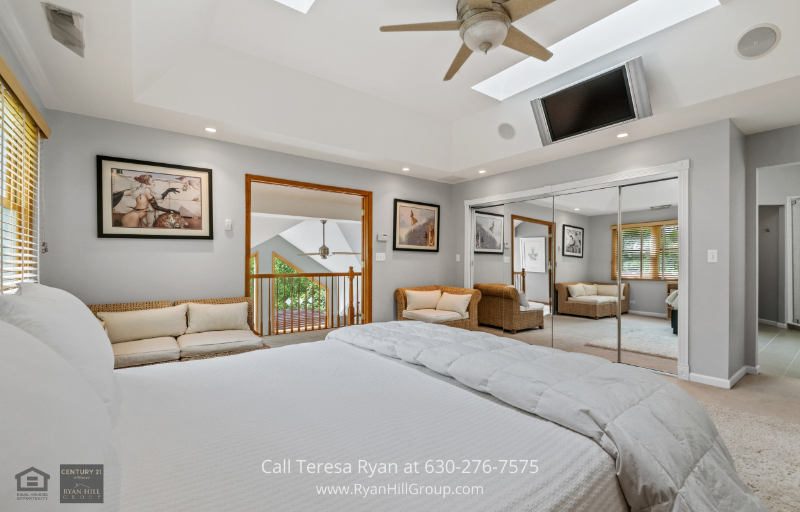 Warrenville, IL real estate - This master bedroom in Warrenville, IL offer sanctuary and luxury at the same time