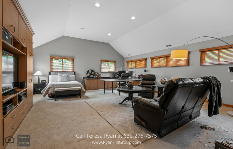 Warrenville IL Homes for Sale - Work from home in your own bedroom in this Warrenville IL house featuring its own built-in workstation