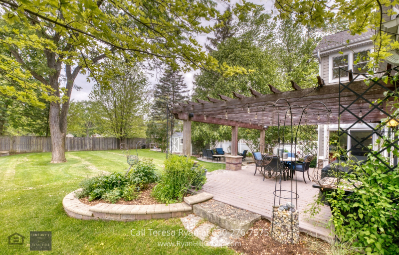 Home for sale in Warrenville, IL - This luscious brick hardscape garden in this Warrenville, IL house is gardeners dream