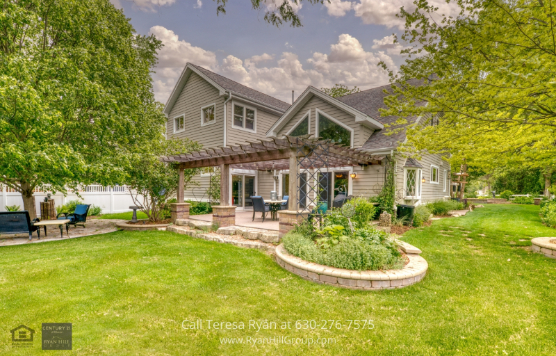 Warrenville, IL property for sale - The 2 stone patio in this Warrenville, IL home is a great place for relaxation during fine weathers