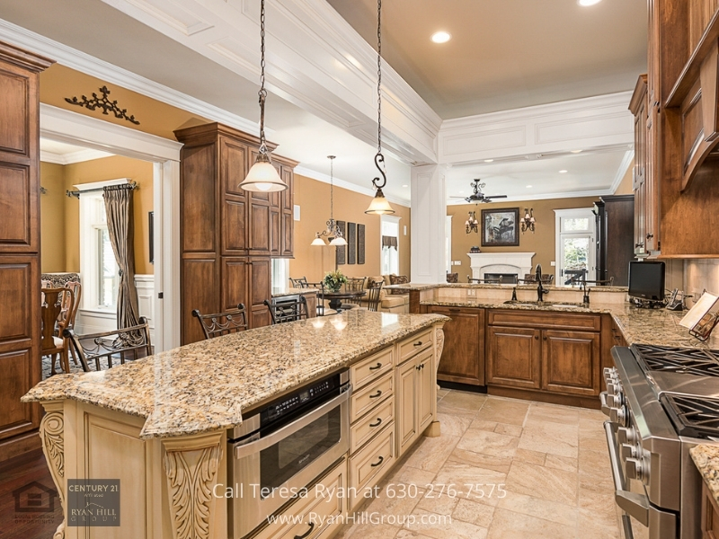 Naperville IL luxury home for sale- Let your inner chef shine in the impressive Chefs kitchen of this Naperville luxury real estate.