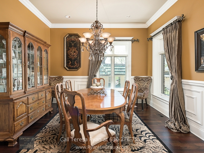 Naperville IL luxury real estate- This Naperville luxury home showcases luxury and style in every space and corner.