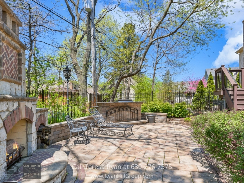Naperville IL luxury home- If you long for a peaceful and serene escape, this Naperville IL luxury home is perfect for you!