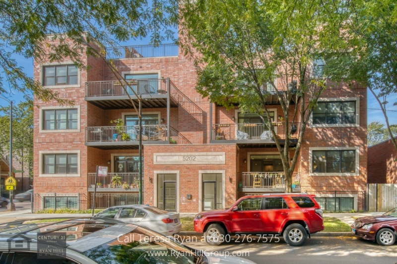 Condo for sale in Chicago IL- This impressive Chicago IL condo is centrally located in the heart of everything.