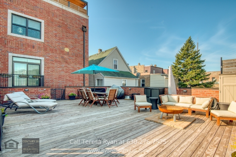 Chicago IL real estate- Enjoy exceptional amenities in this Chicago IL condo for sale.