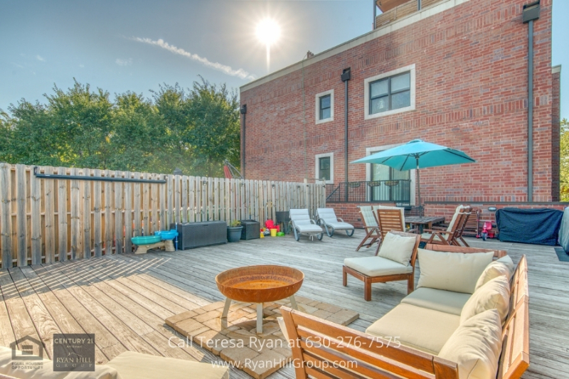 Chicago IL real estate for sale- Youll love the features and amenities of this Chicago IL condo for sale.