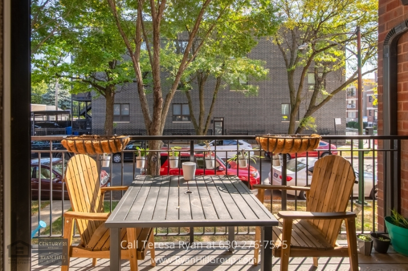 Real estate in Chicago IL- Experience condo living at its best in this Chicago IL property.