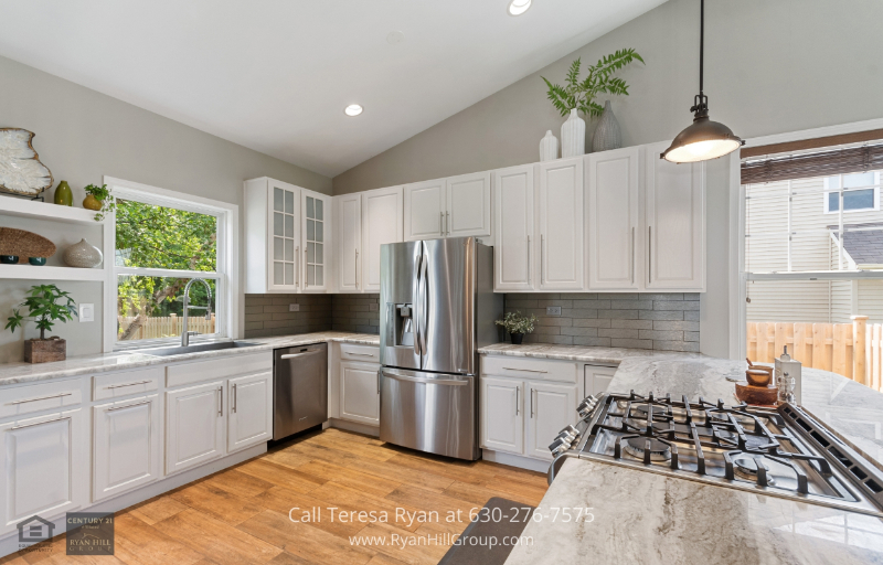 House for sale in North Aurora, IL - This North Aurora, IL has been lovingly maintained with additional fresh upgrades of the main level and kitchen