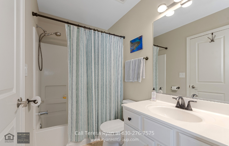 North Aurora, IL home for sale - Enjoy your own ensuite bathroom included in the master bedroom in this house for sale in North Aurora, IL