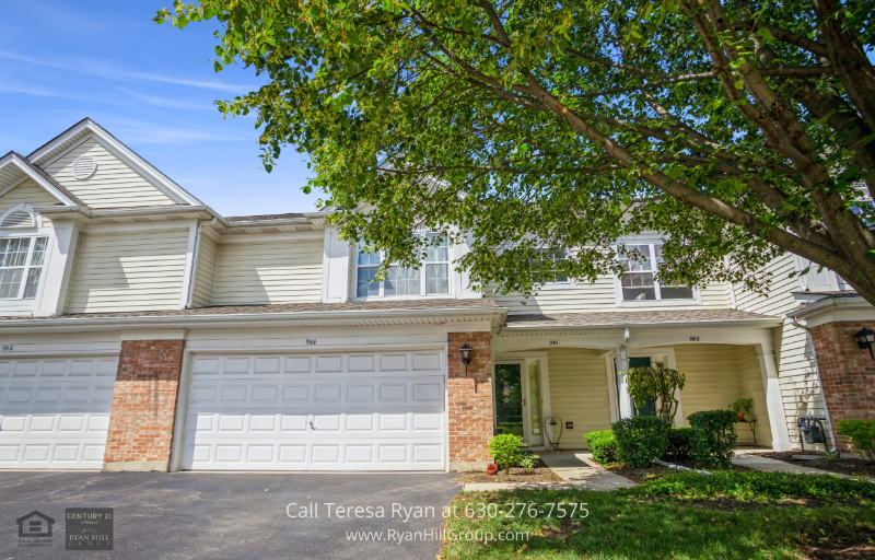 Elk Grove Village IL Homes - This townhome in Elk Grove Village IL has a 2-car garage with protective flooring.