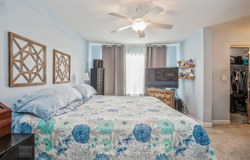 Elk Grove Village IL Home for Sale - Enjoy well-rested evenings in the comfortable ensuite bedrooms of this Elk Grove Village IL home.