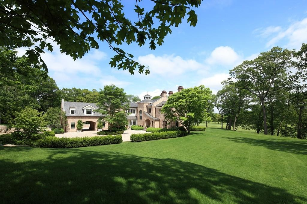 Mansion in Brookline Chestnut Hill